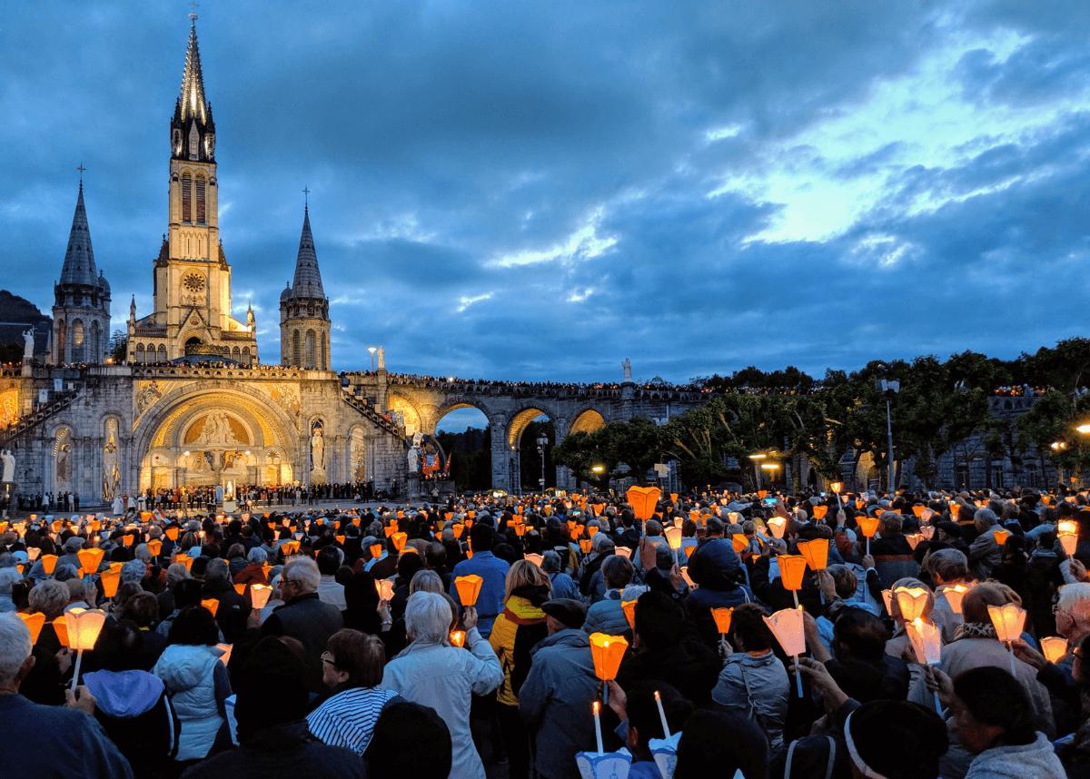 france-lourdes-pilgrimage-206-tours